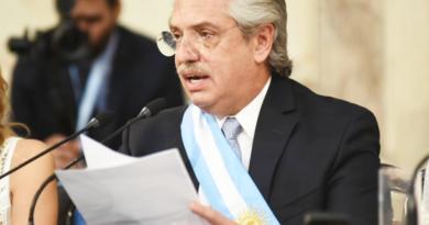 Argentina defiende su oferta de canje aunque seguirá negociando con los acreedores